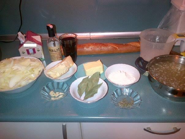 Fransız Usulü Soğan Çorbası Malzemeleri
