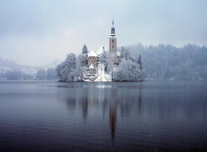 Bled Cenneti Karlar Altında